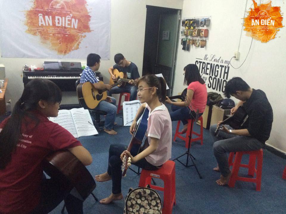 hoc-guitar-co-ban-o-tphcm-2