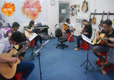 Khai giảng khoá học guitar cơ bản tháng 1/2018