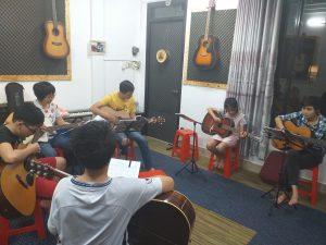 Học đàn guitar cơ bản tphcm