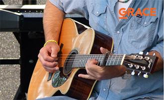 Học đàn guitar ân điển